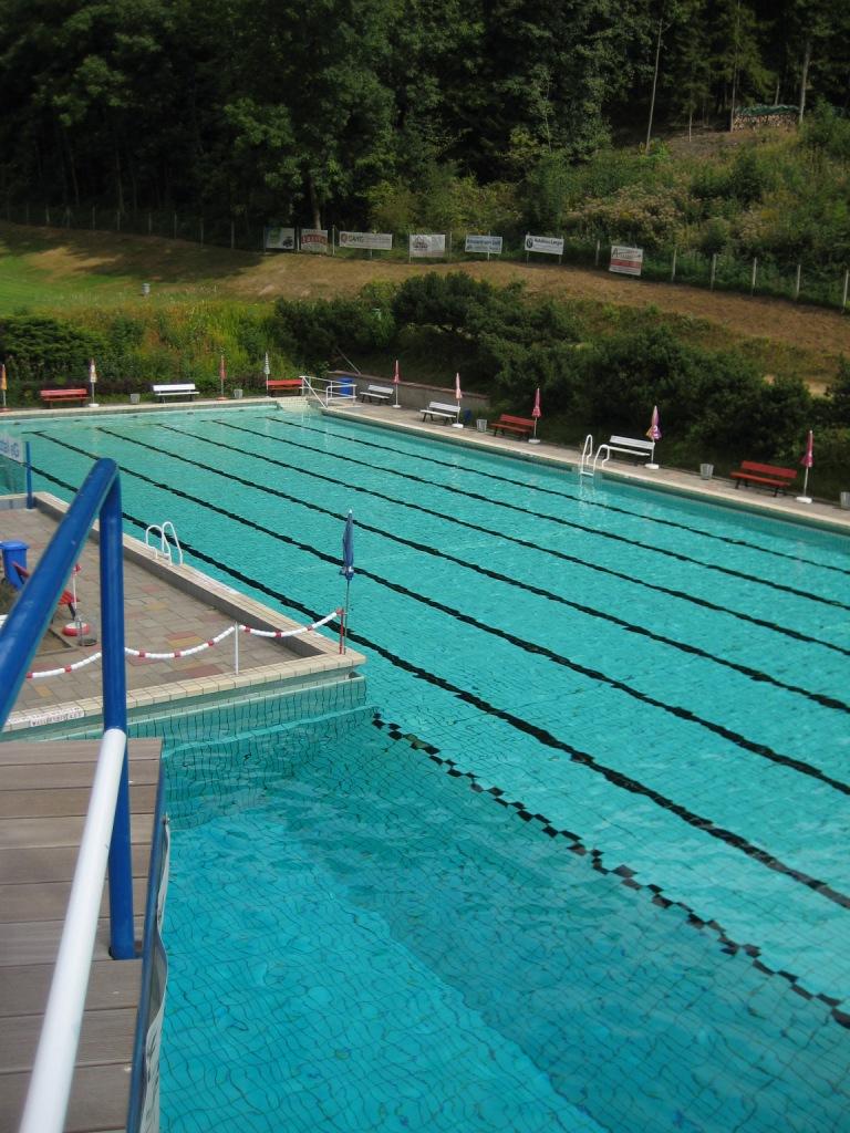 Schwimmbad vom Sprungturm